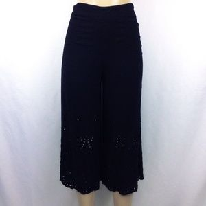 Forever 21 Capri S Wide Leg Pants Lace Embroidery